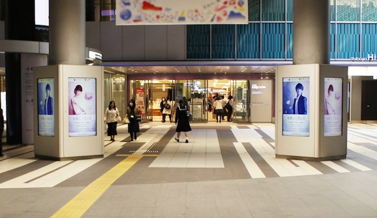 station ads digital sinage