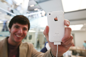 3G iPhone Launches