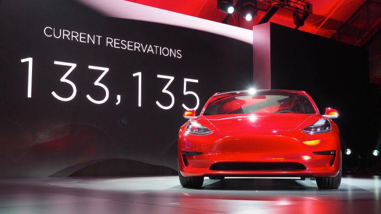 【予約段階で1.4兆円の売り上げ】Tesla Model 3 ムーブメントを生み出した3つの顧客体験 (CX)
