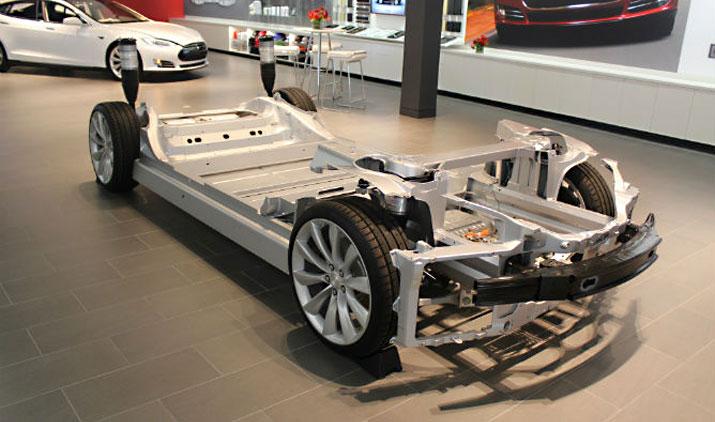 Teslaのディーラーに表示されるスケルトンモデル。構成するパーツが少なくとてもシンプル