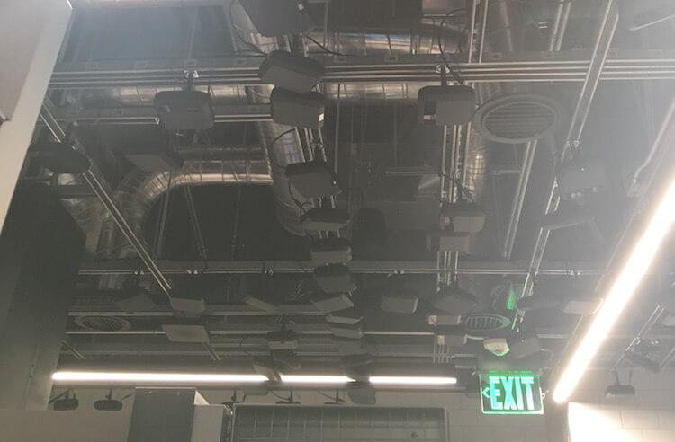 Amazon Go 天井のカメラ・センサー類